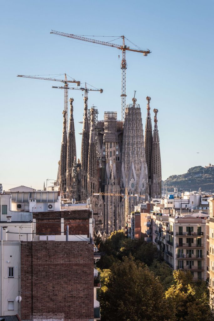 The beautiful Sagarada Famlia is among the top most important things to see when you travel to Barcelona Spain #barcelona #travel