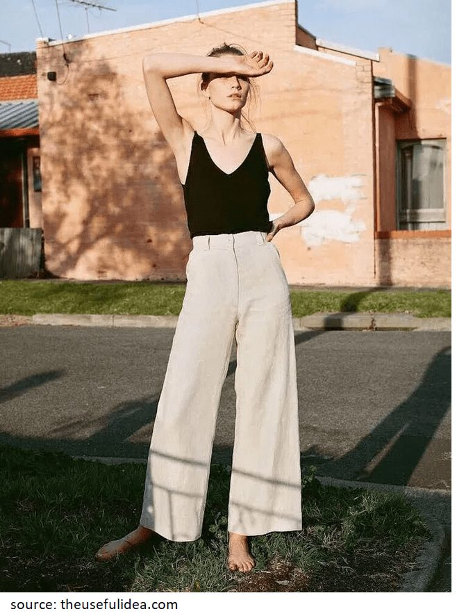 The beige linen pants paired with the black top look both fresh and stunning. #linenpants #whitelinenpants #summeroutfits #styleinspiration