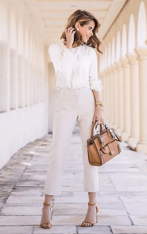 How to dress like an Italian woman. Master the Italian bombshell look and what are the most important aspects of Italian fashion. | Italy fashion and Italian style | #italianfashion #italianstyle #italianwomen