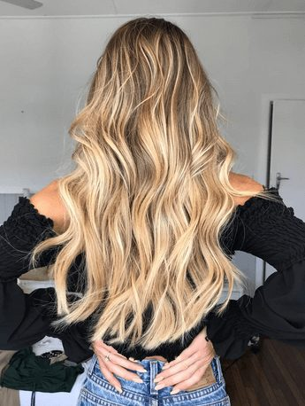 Ever wanted to know how to achieve those seemingly perfect beach waves hair? Me too. That is why when I finally learned some hair tips to make the curls last and look natural, I had to write a post about it.