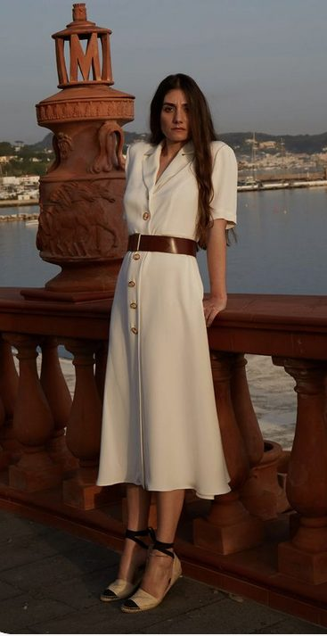 The best shirt dress outfit for women & t shirt fashion   LONG AND WHITE  WITH BELT - Looking for the perfect office dress shirt outfit to wear for summer? These shirt dress outfits and styles shirt are perfect to wear for warm weather. Find the best casual and chic dress shirt outfits for women that are, comfortable, and also the best fashionable t shirts summer outfits for women. #shirtdressoutfit #shirtdress #tshirtstyle #styleshirt #summeroutfits