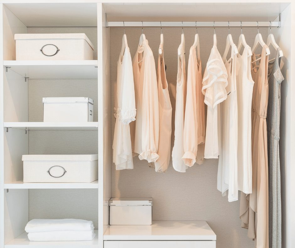 Habits of Women Who Always Have An Organized Home | Learn the best cleaning habits for keeping your home organized, clean and tidy at all times. Here are amazing home organization hacks and home cleaning tips that will help keep your home organized and tidy in the long term. #organizationhacks #organizinghacks #homeorganization #homeorganizinghacks #homecleaninghacks