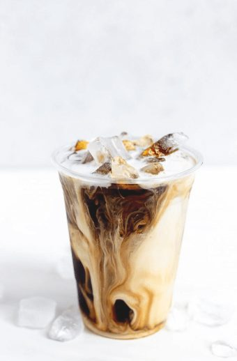 The best keto iced coffee recipes at home ideas for weight loss - perfect for the ketogenic diet! If you're after simple homemade keto iced coffee recipe drinks ideas with heavy cream, mocha, caramel, almond milk and other flavors, you're in the right place! These Starbucks, Dunkin Dounuts, and McDonalds inspired DIY easy keto iced coffee protein shake, keto iced coffee smoothies, and other iced coffee drinks are some of the best coffee DIYs you can make. #ketoicedcoffee #ketovanillacoffee