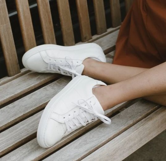 45+ Adorable Dresses with White Sneakers Outfits for Summer