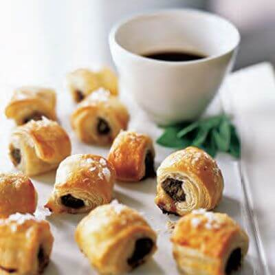 Sausage Rolls | Want to serve your guests the best Christmas party appetizers this year? Find a list of 40+ Christmas appetizers ideas & easy recipes for Christmas party appetizers, both sweet and savory holiday food. From elegant Christmas finger food ideas to easy dips, and simple crockpot holiday appetizers, (vegetarian, keto and even gluten-free appetizer ideas), perfect for a crowd and for kids. #christmaspartyappetizers #appetizersforchristmasparty #christmasparty #fingerfood #christmasfood