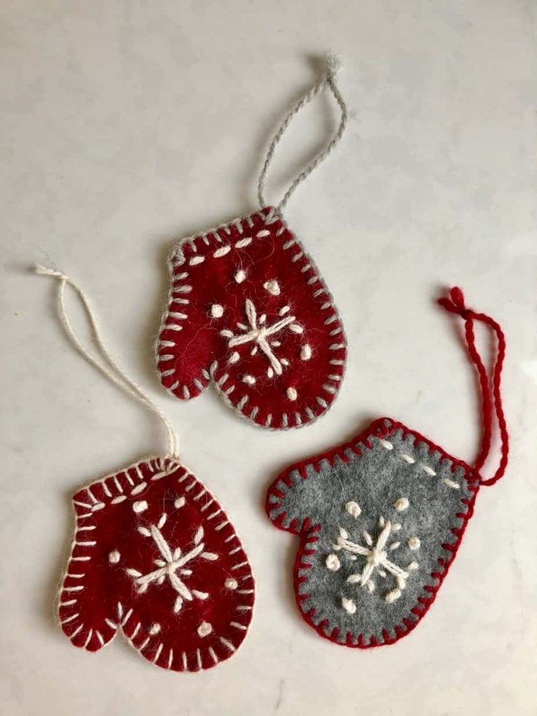 DIY Mitten Christmas Tree Ornaments DIY