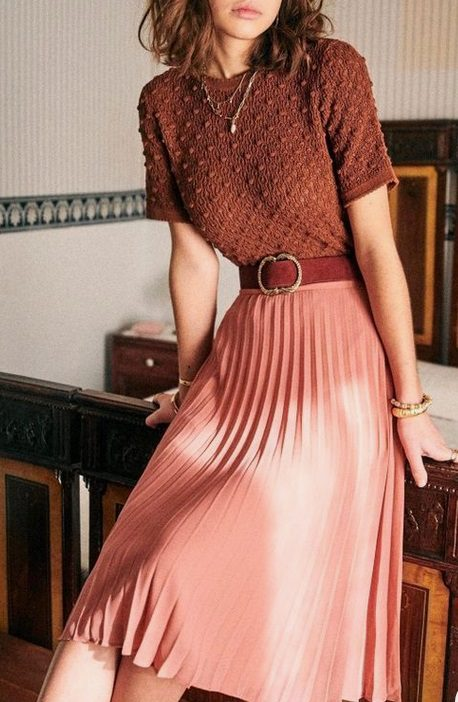 woman wearing a Burgundy monochrome fall outfit: Pink skirt with burgundy blouse.