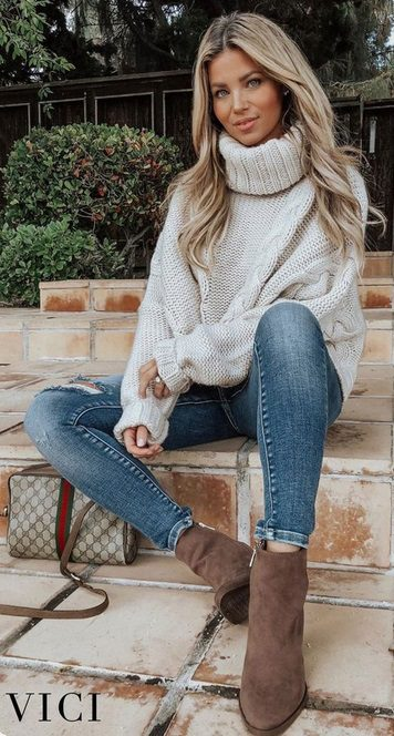 The best fall outfits and elegant fall style ideas to get you inspired for the autumn weather, such as this Comfy jeans and oversized camel cardigan and white, flat mules |  We feature fall outfits for school, winter fashion outfits, fall outfits for work, trendy fall outfits, fall clothing ideas, cold weather outfits, pretty fall outfits, clothes fall outfits, fall outfit inspo and even bralette fall outfit ideas to make you look forward to the cold weather. #falloutfits #elegantfalloutfits #autumnoutfits #coldweatheroutfits
