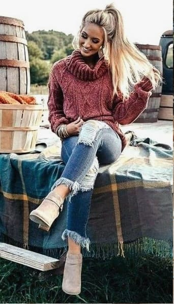 woman wearing a Casual Autumn Outfit Idea for Women