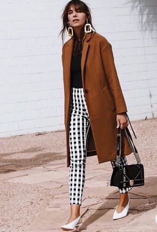 Elegant fall outfits: woman wearing a Checkered pants, lack shirt and brown midi coat.