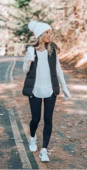 Elegant fall outfits: woman wearing a Chic & Sporty Fall Outfit for Women