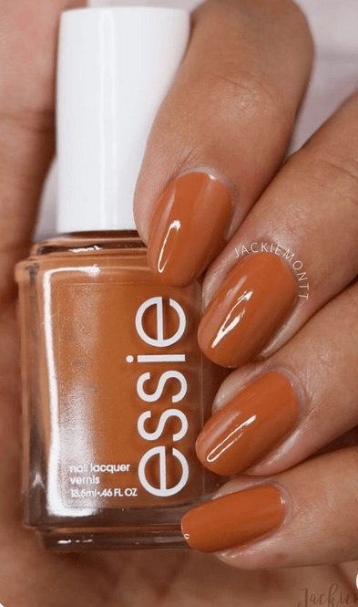 Want the best fall nail color ideas for autumn nails, such as this Dark Orange Nail Color Idea for Autumn? Find cute and elegant acrylic and gel polish nail polish ideas for 2020, from light, neutral, orange and matte fall nail color ideas, perfect for both light and dark skins #fallnailcolor #fallnailideas #autumnnailcolors #autumn #fallcolors