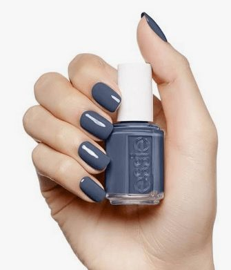 Want the best fall nail color ideas for autumn nails, such as this elegant blue nail polish? Find cute and elegant acrylic and gel polish nail polish ideas for 2020, from light, neutral, orange and matte fall nail color ideas, perfect for both light and dark skins #fallnailcolor #fallnailideas #autumnnailcolors #autumn #fallcolors