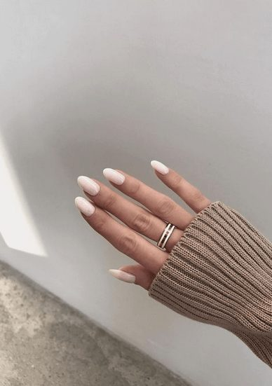 Want the best fall nail color ideas for autumn nails, such as this Chic Pearl Nail Color ? Find cute and elegant acrylic and gel polish nail polish ideas for 2020, from light, neutral, orange and matte fall nail color ideas, perfect for both light and dark skins #fallnailcolor #fallnailideas #autumnnailcolors #autumn #fallcolors