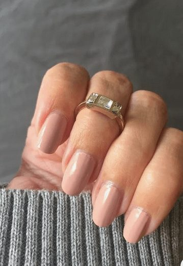 Want the best fall nail color ideas for autumn nails, such as this Nude Nail Polish ? Find cute and elegant acrylic and gel polish nail polish ideas for 2020, from light, neutral, orange and matte fall nail color ideas, perfect for both light and dark skins #fallnailcolor #fallnailideas #autumnnailcolors #autumn #fallcolors