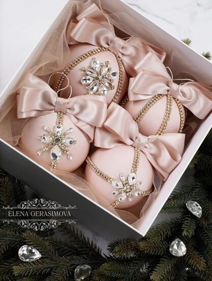 Christmas rhinestones ornaments | Want ideas for a themed Christmas decor this year? There is nothing more elegant and feminine that pink gold decor and the sky is the limit when looking for pink gold Christmas decoration. From pink Christmas tree, elegant gold pink Christmas decoration and ornaments, gold pink xmas wreaths, gold pink ideas DIY and the cutest gold pink Christmas decor from the dollar store. #pinkchristmas #pinkgoldchristmas #pinkchristmasdecor #pinkchristmasaesthetic #themedchirstmas
