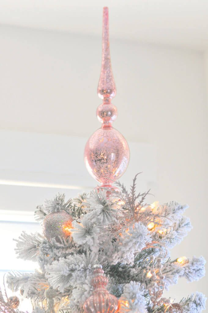 Rose Gold Christmas Top | Want ideas for a themed Christmas decor this year? There is nothing more elegant and feminine that pink gold decor and the sky is the limit when looking for pink gold Christmas decoration. From pink Christmas tree, elegant gold pink Christmas decoration and ornaments, gold pink xmas wreaths, gold pink ideas DIY and the cutest gold pink Christmas decor from the dollar store. #pinkchristmas #pinkgoldchristmas #pinkchristmasdecor #pinkchristmasaesthetic #themedchirstmas
