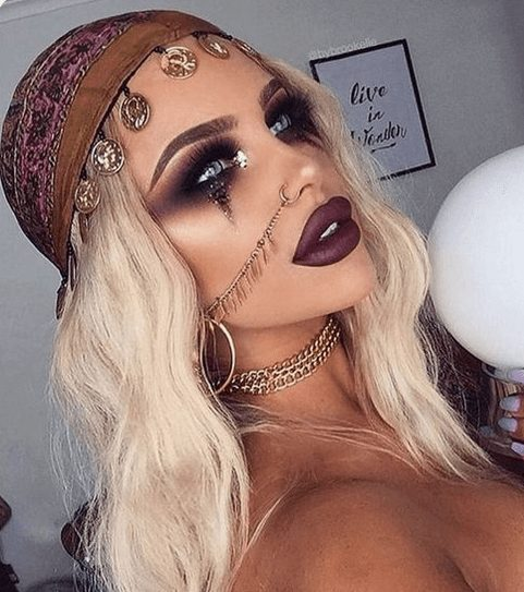 Find a collection of the best Halloween makeup ideas for those that want to achieve pretty Halloween makeup, not gory looks, such as this Gypsy Makeup | Pair these looks with any Halloween costumes for a seriously impressive outfit. There is something for everyone on this board: pretty Skeleton Halloween makeup, gorgeous Halloween makeup, princess Halloween makeup, mermaid Halloween makeup Inspo. #halloweenmakeup #prettyhalloween #halloweencostumes #halloweenmakeuppretty #halloweenmakeupideas