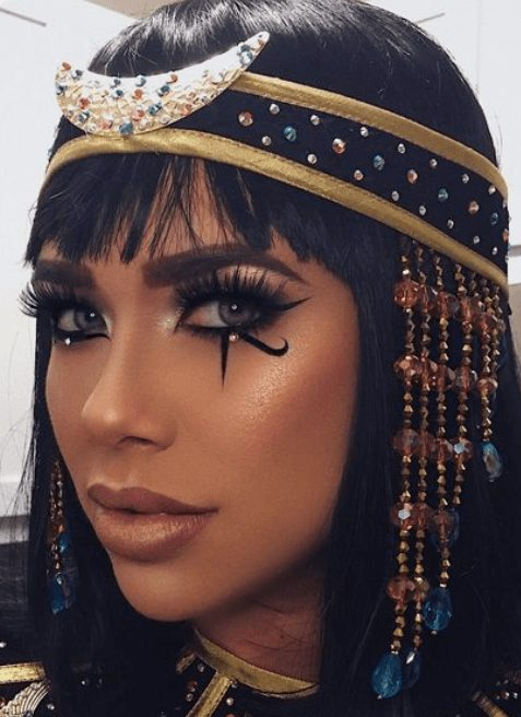Pretty Cleopatra Halloween Makeup