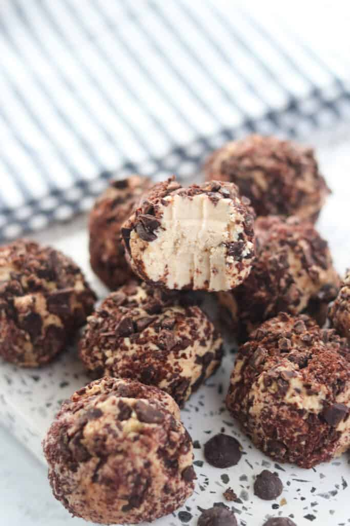 Looking for delicious sugar-free Christmas candy recipes, such as this Peanut Butter and Chocolate Balls? Find the best keto candy recipes for Christmas party. From easy sugar-free candy recipe with apples, crockpot, and delicious homemade holiday fat bombs and treats #christmascandy #sugarfreecandy #ketocandyrecipes