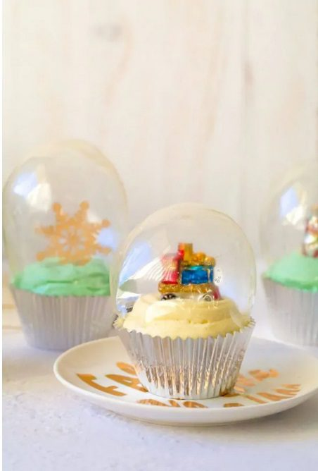 Looking for delicious sugar-free Christmas candy recipes, such as this Sugar-Free Snow Globe Cupcakes? Find the best keto candy recipes for Christmas party. From easy sugar-free candy recipe with apples, crockpot, and delicious homemade holiday fat bombs and treats #christmascandy #sugarfreecandy #ketocandyrecipes